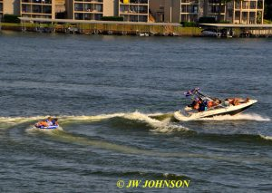 01 Speedboat & Skiers Lake Hamilton