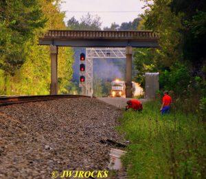 82-sb-train-approaches