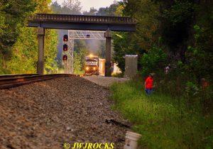 83-sb-train-approaches-signal