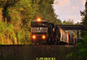 85-sb-norfork-southern-train