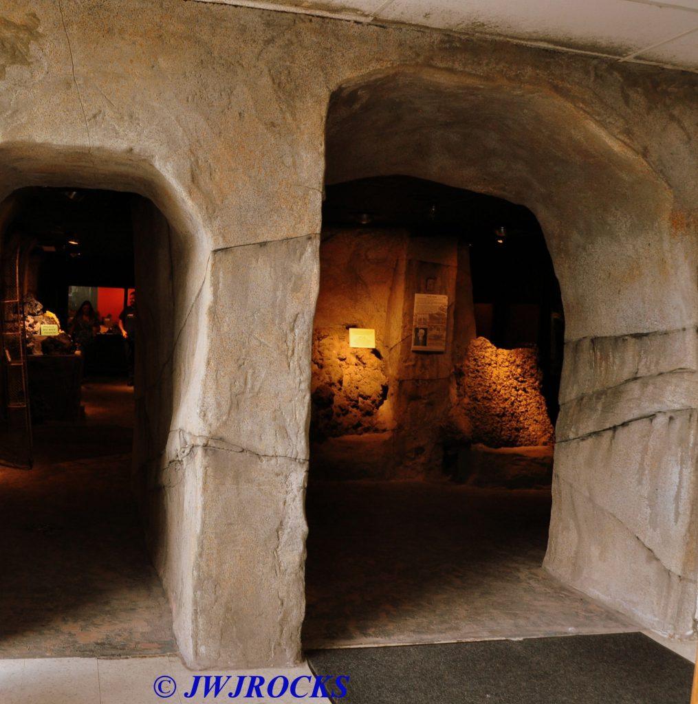 16-interior-mineral-museum